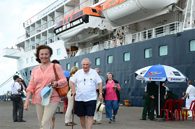 Cruise liner Hanseatic brings foreigners to Viet Nam