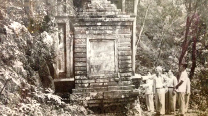 Exhibition on Uncle Ho relics in Ha Noi