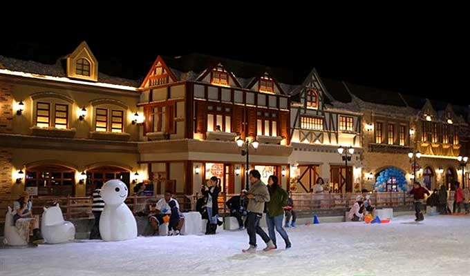 Snow Town offers cool new amusement in Ho Chi Minh City