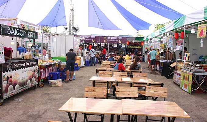 Ho Chi Minh City weekend bazaar attracts droves of visitors
