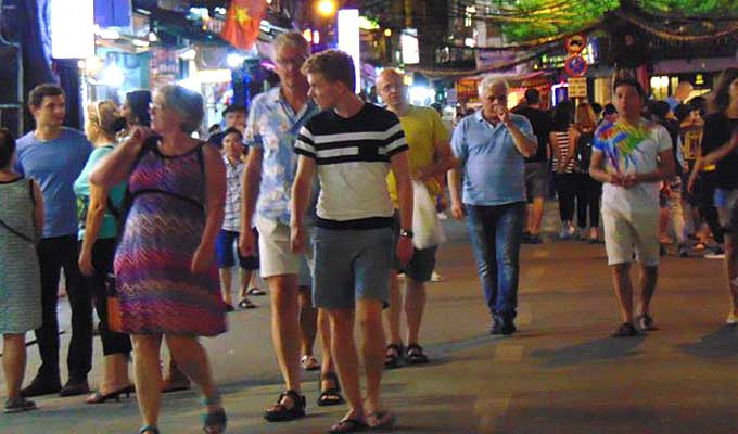 A bustling sight at backpacker's pedestrian street on weekend