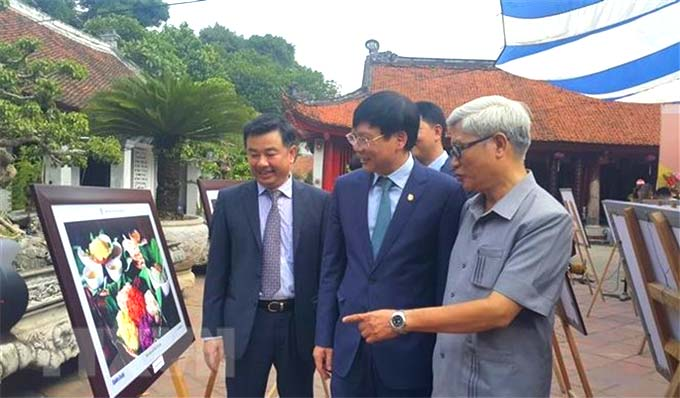 """Ha Noi in me"" photo exhibition marks Ha Noi's Liberation Day"