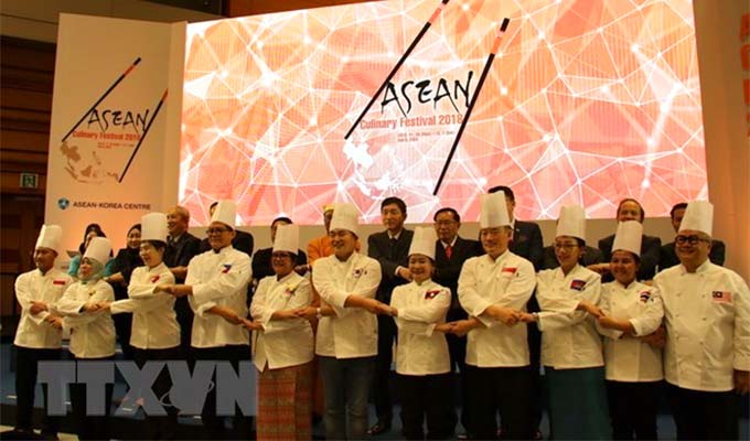 "Viet Nam shows off ""pho,"" ""nem ran"" at ASEAN Culinary Festival"