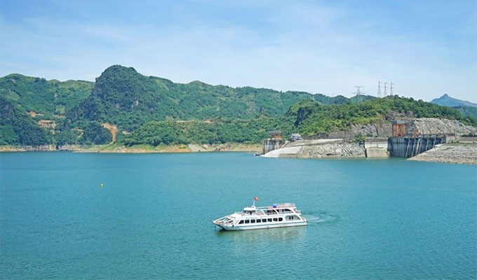 Spiritual tour by cruise ship launched in Hoa Binh