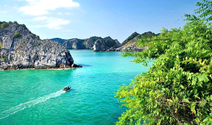 US travel site urges tourists to explore Viet Nam's two most beautiful beaches