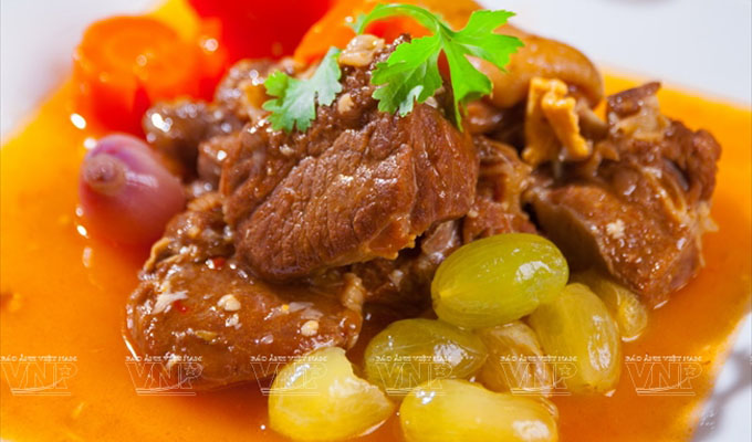 Lamb stewed with grapes