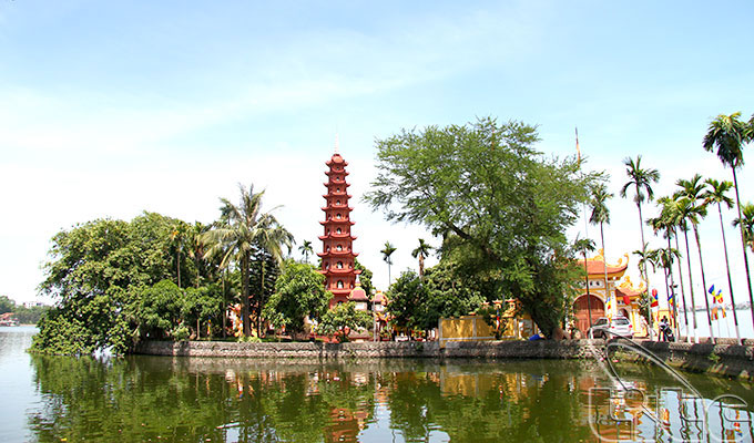 Tran Quoc pagoda - Ha Noi tourist attraction