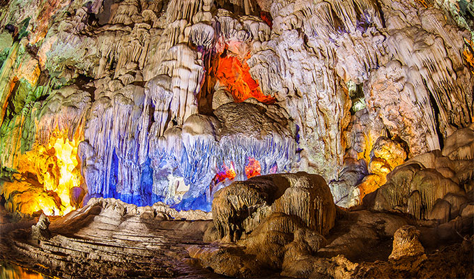 Travel website names two Viet Nam's caves most beutiful caves in Southeast Asia