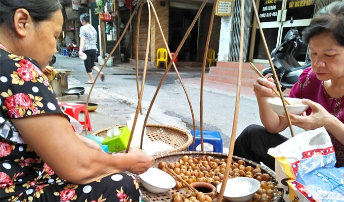 Chill this summer with Ha Noi specialty: cold snail noodles