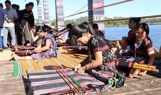 Programme honours value of Viet Nam's brocade cultures