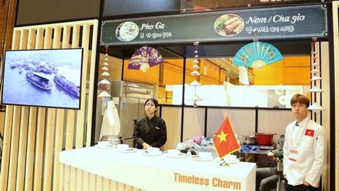 "Viet Nam shows off ""pho"" and ""nem ran"" at ASEAN Culinary Festival"