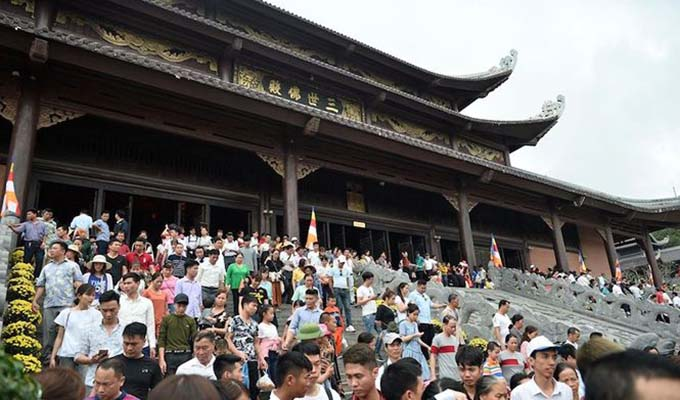 Festival kicks off at Viet Nam's largest pagoda
