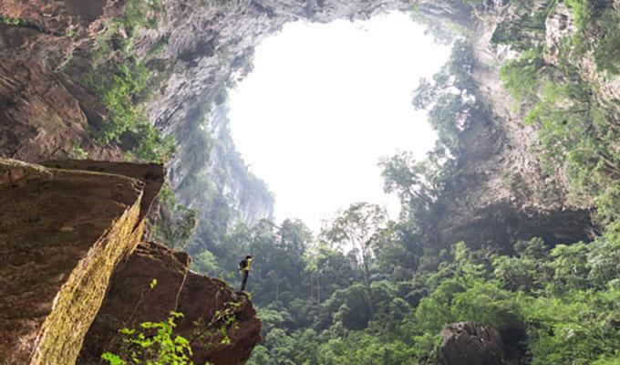Khám phá hố sụt Kong Collapse – Điều kì diệu từ mẹ thiên nhiên