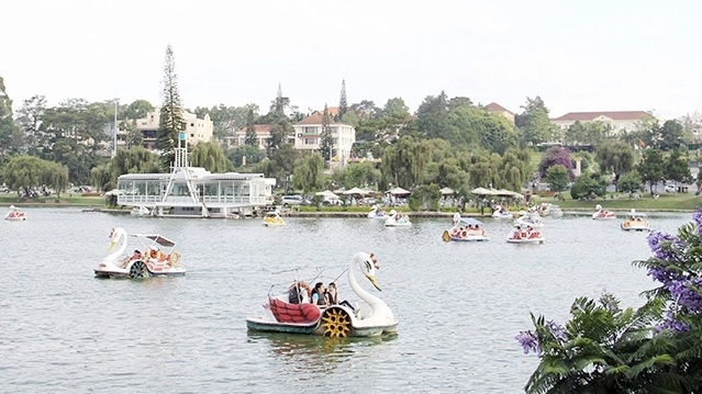 Measures to gradually recover and develop tourism's growth