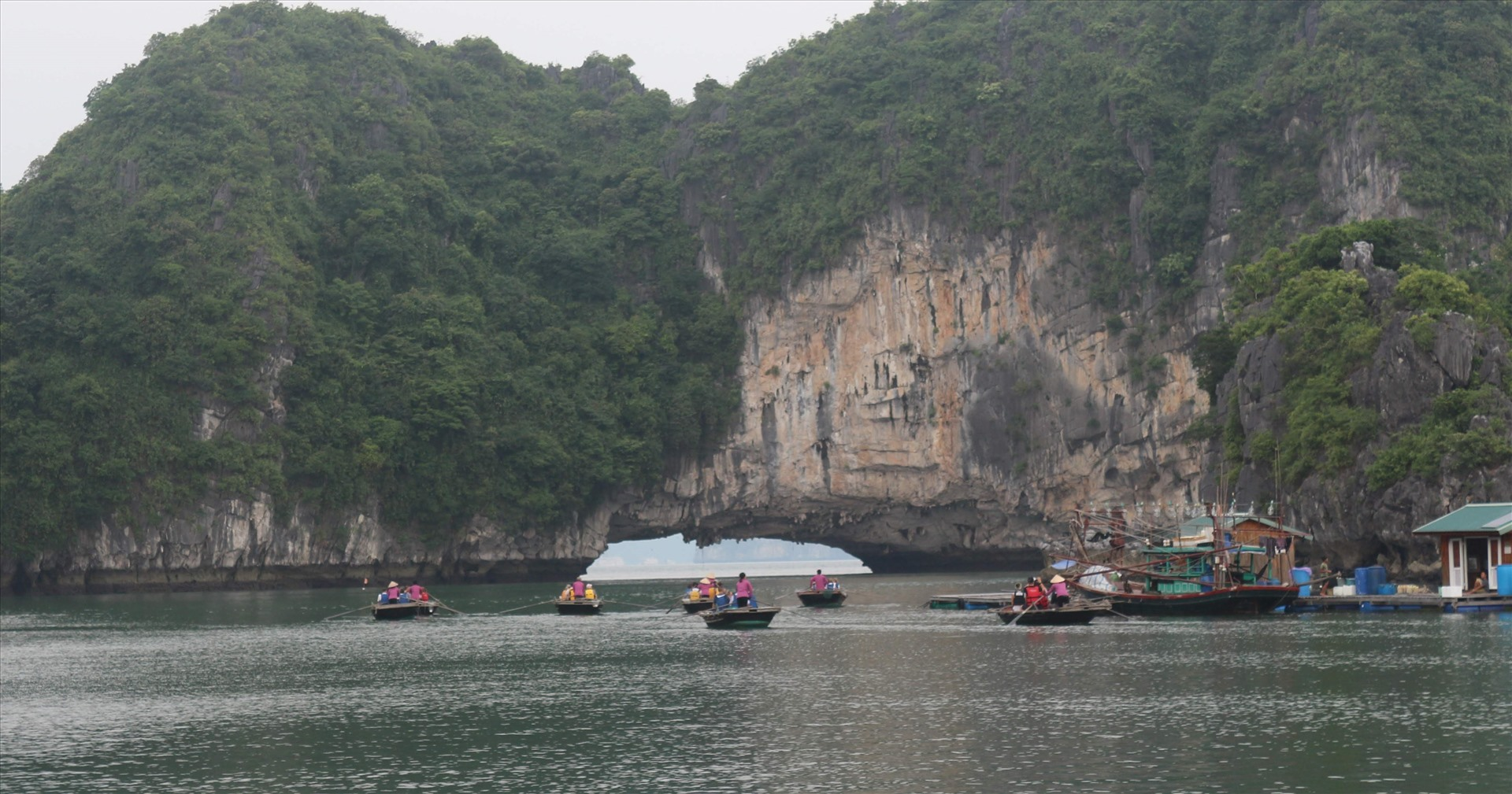 Free tickets for visitors to Ha Long Bay and Yen Tu Mountain in May