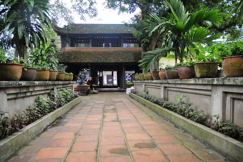 Duong Lam ancient village protects its tourism environment