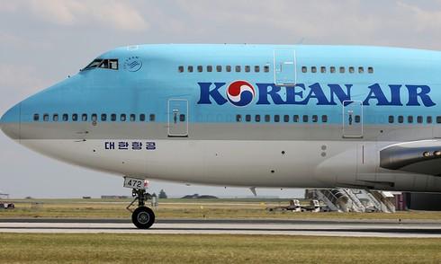 South Korean carriers cut Vietnam flights as coronavirus infections spiral