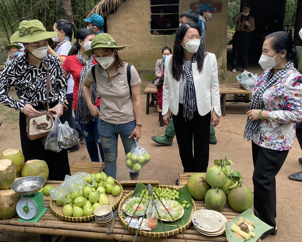 HCM City pilots reopening of tourism with historical tours