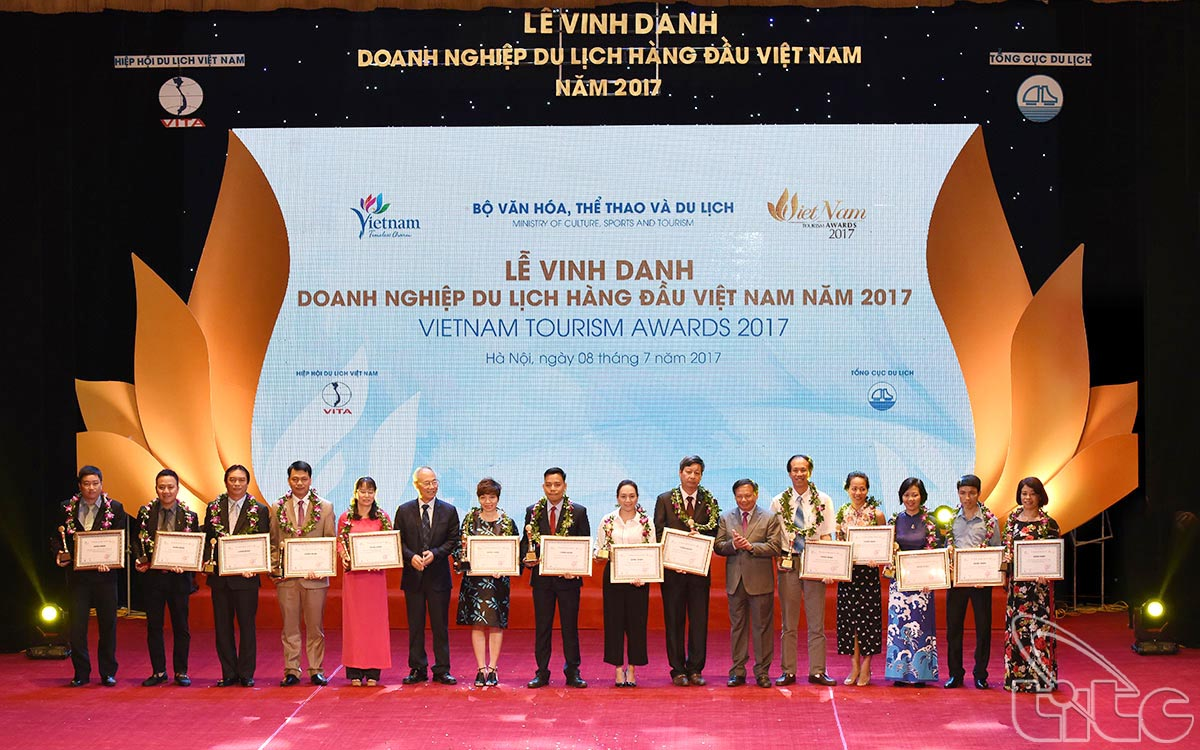 The ceremony to honor the winners of Viet Nam Tourism Awards 2017 (Photo: Truyen Phuong)