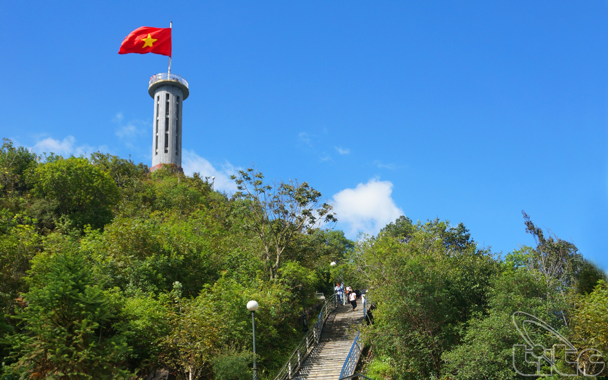 Lung Cu Flag Tower – the north pole of Viet Nam