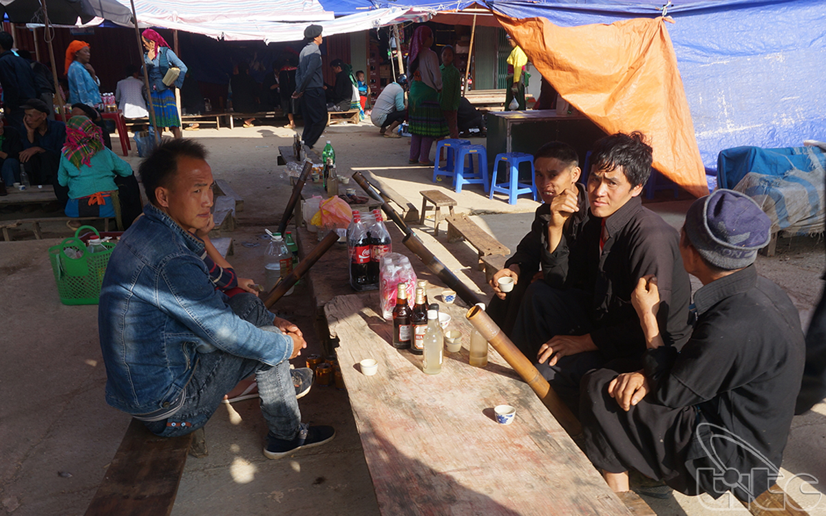 Apart from trading goods, Dong Van Market is also the place for local ethnic people to meet and exchange culture